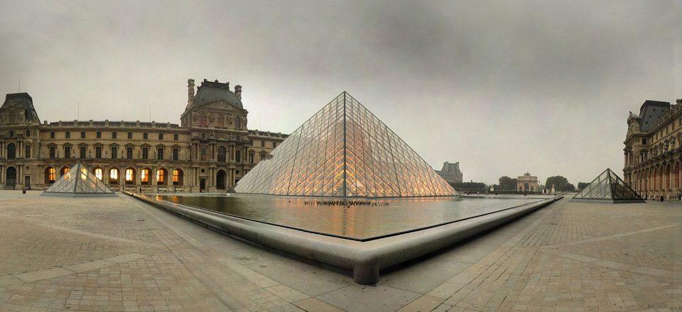 Image: Pyramide at La Louvre